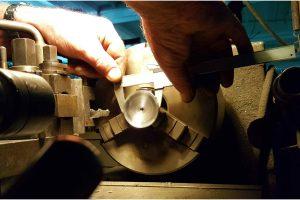 Manutenzione degli strumenti per lo stampaggio dei rocchetti presso la Fratelli Marchesi Srl - Mila